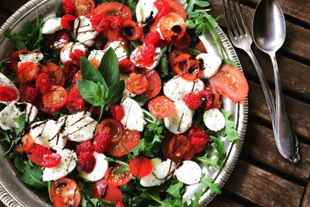 Bild Caprese Salat mit Himbeeren
