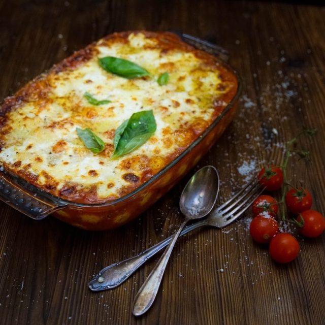 GnocchiAuflauf mit Tomatensauce Mozzarella Parmesan und Basilikum comfortfood wohlfhlessen italianfoodhellip