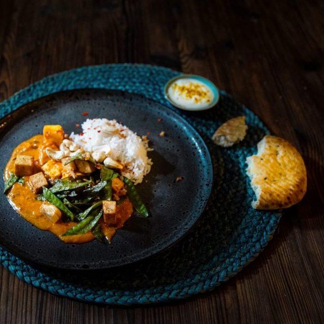 Vegetarisches Curry ButterchickenStyle mit Tofu Kefe und Cashewnssen butterchicken vegetarischhellip