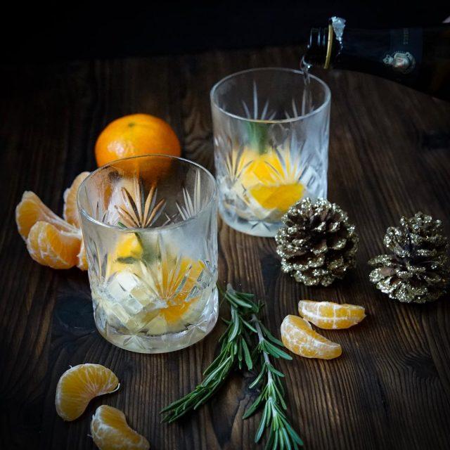 Leichtes Dessert mit Prosecco Mandarinensorbet und Rosmarinsirup  ideal nachhellip