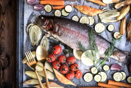 Forelle Lachsforelle im Ofen mit Gemüse Rezept Bachforelle Ofenforelle Ofenlachs