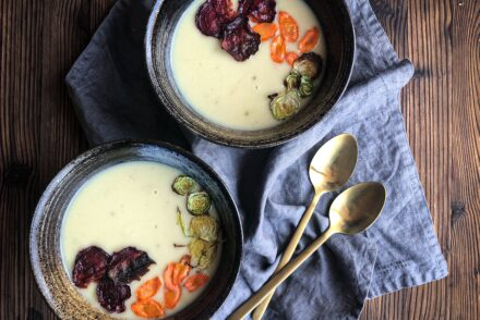 Pastinakensuppe Rezept Pastinaken Suppe Rezept mit Pastinaken Pastinakensuppe mit Gemüsechips Pastinakensuppe Einlage Pastinakensuppe vegan