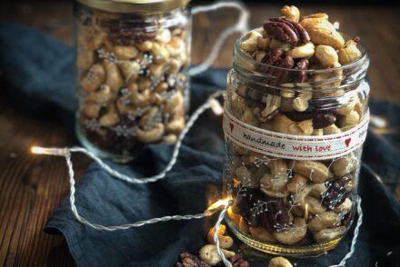 Geschenke aus der Küche Idee Geröstete Nüsse süss salzig Rezept Nüsse rösten